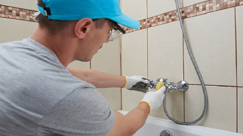 A Quick Guide For Repairing And Replacing A Leaking Faucet